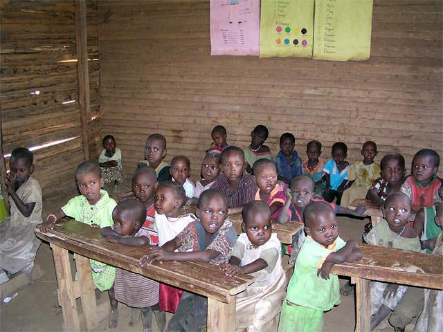 狭い教室でのマサイの幼児の、あのつぶらな瞳が忘れられません。