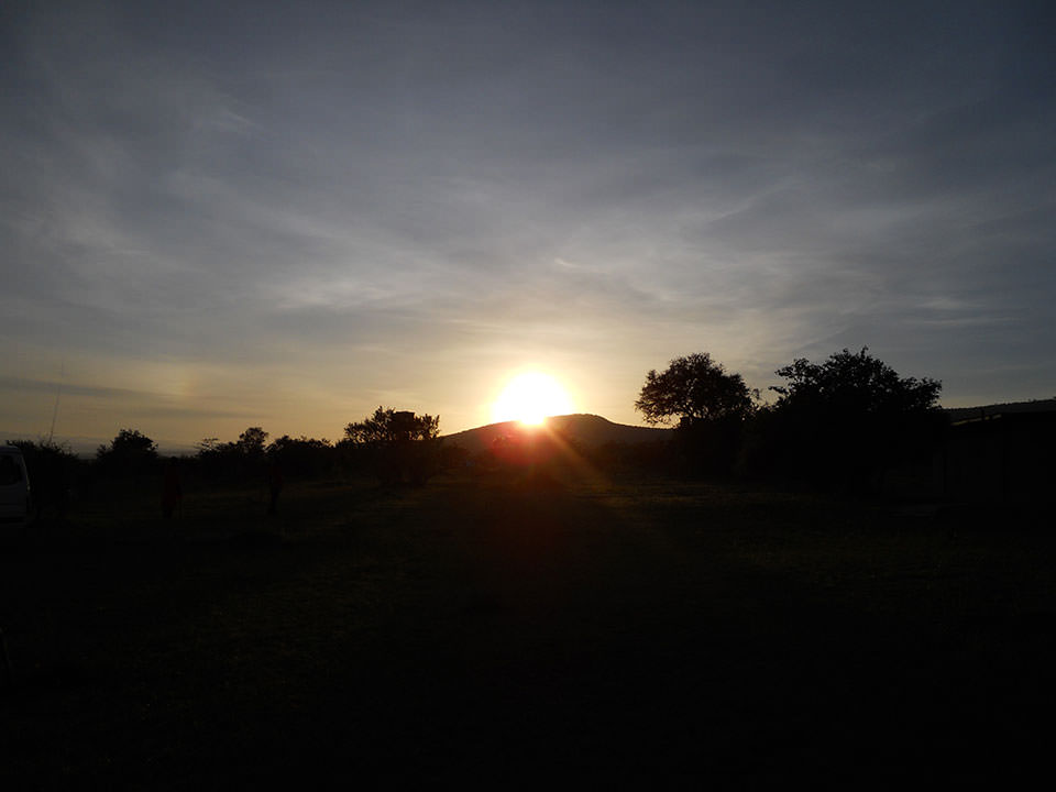 2011年の初日の出はマサイマラで拝みました!