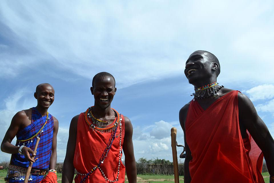 青い空に映えるマサイ族の素敵な笑顔(に魅かれました。)