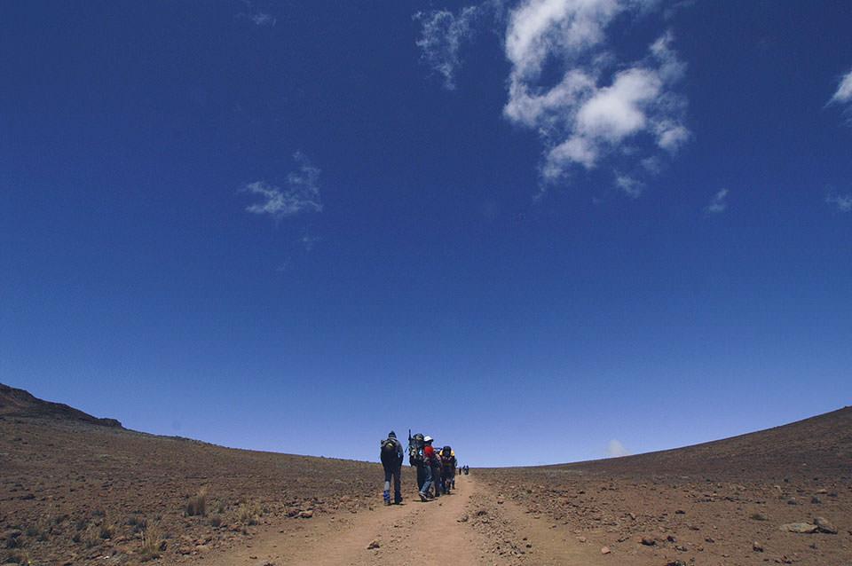 森林限界を超え空に近づきました。ポレポレと歩いたキリマンジェロの思い出です。