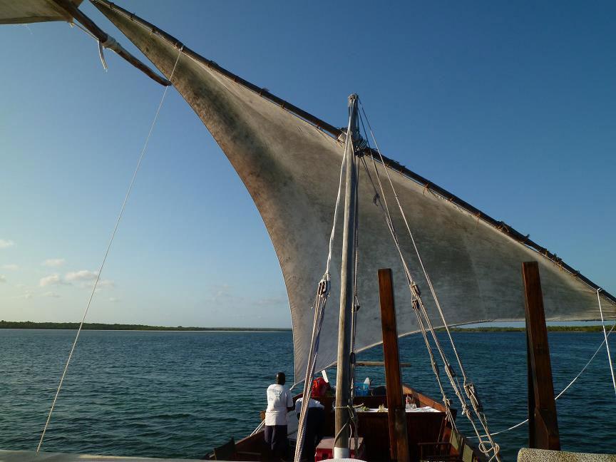 ダウという船でクルージングしました。クラシック感たっぷりです。