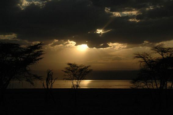 ナクル湖のきれいな夕陽。