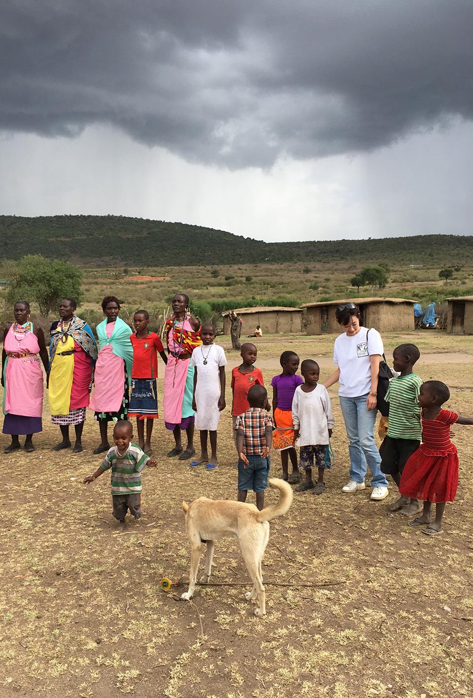 マサイ族の歌や踊り(ジャンプ)で歓迎されました。子供たちの笑顔が印象的でした。