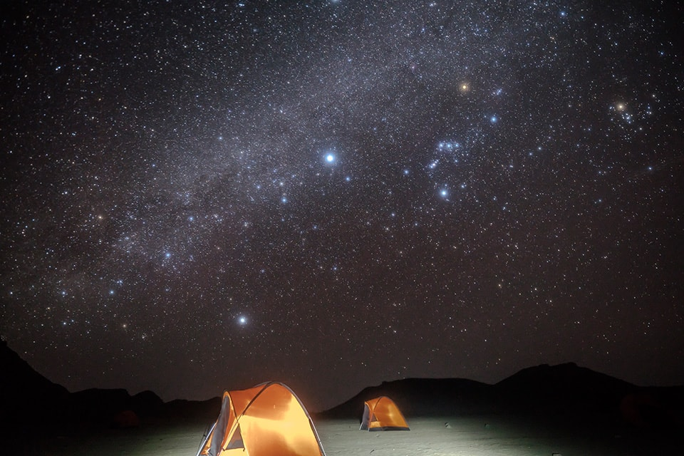 星空の下でのキャンプ