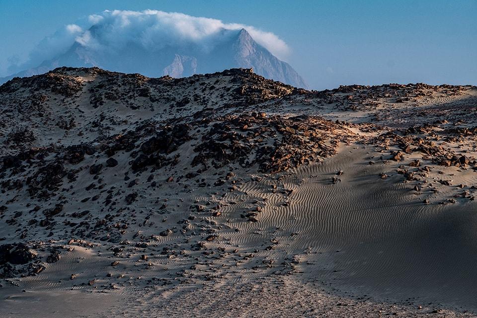紅海丘陵が近付くと砂丘からこんな風景に。
