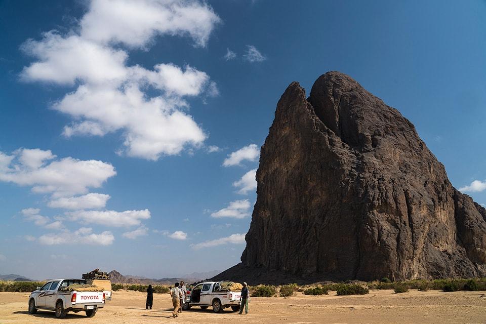 マガルディの岩山。ここから岩画の谷に入ります。