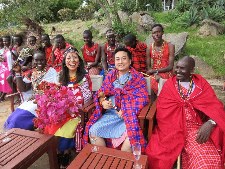 幸せなセレモニーが終わったあとは、マサイ族の皆さんと楽しくお話タイム。貴重な時間を過ごすことができました。