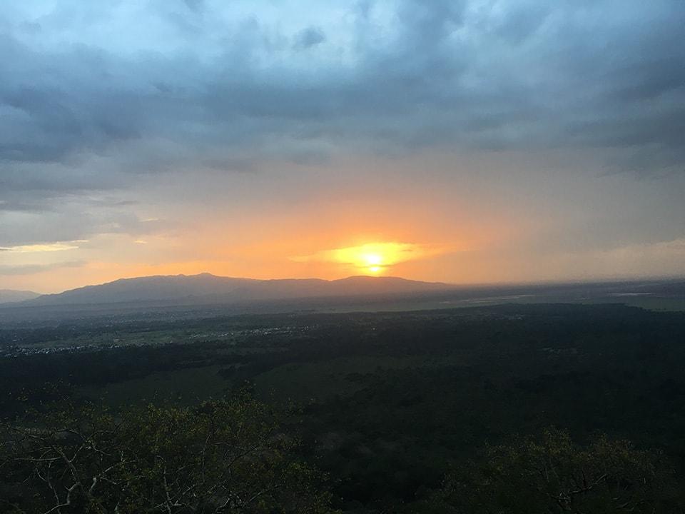 旅行中は曇りか雨だったのですが、頑張って撮った初日の出です。