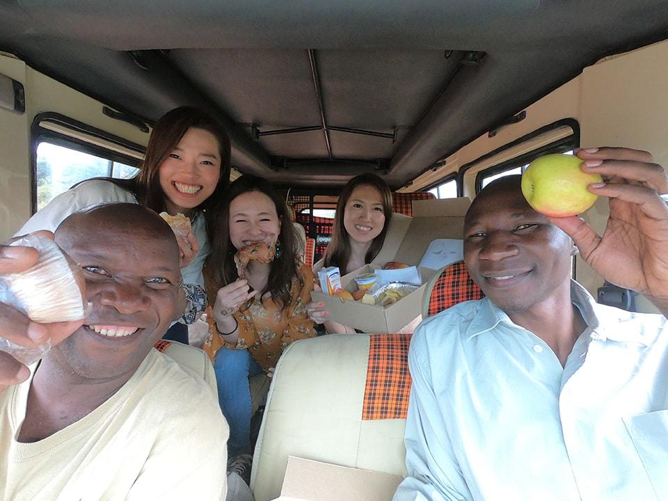 アフリカの大地で、旅の友みんなとサファリランチができるなんて、贅沢そのものでした。
