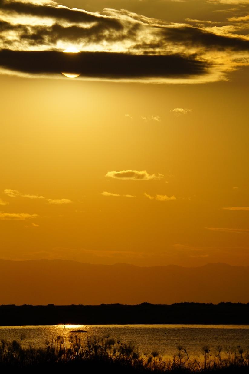 アンボセリでのサンセット 湖面が輝いていました