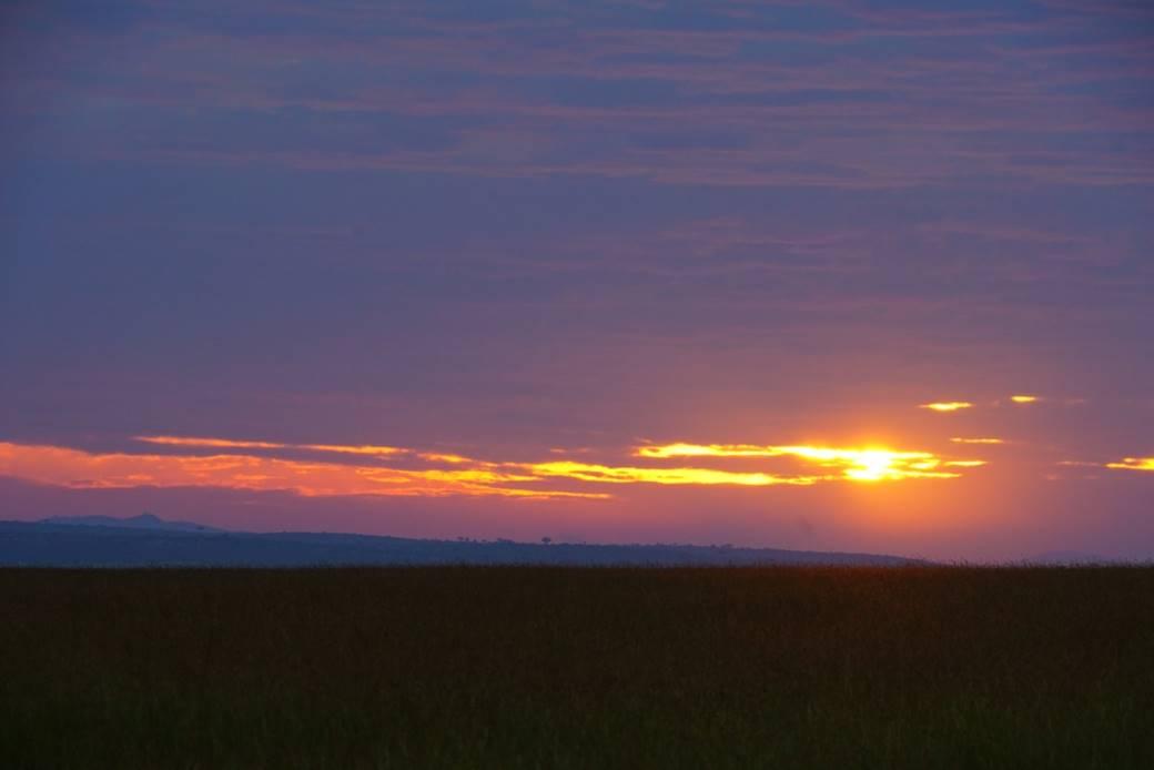 マサイマラを出る日、雲の多い中朝日が見れました