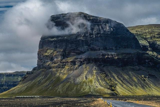 リングロードには雄大なアイスランドの風景が広がっています。