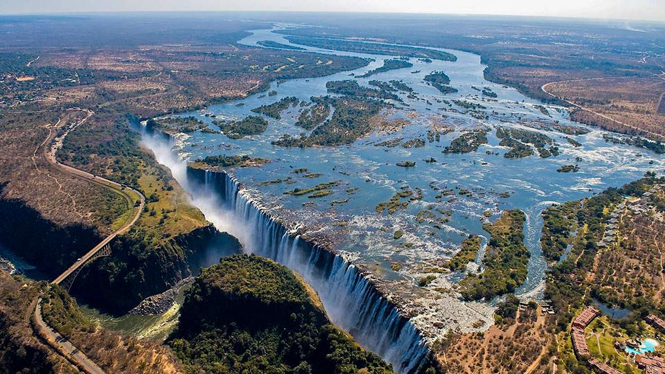 ボツワナ・サファリと大瀑布、そ...