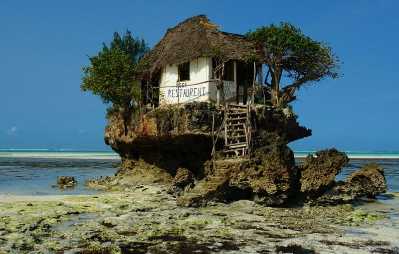 タンザニア、ザンジバルの海上レストラン 「The Rock」