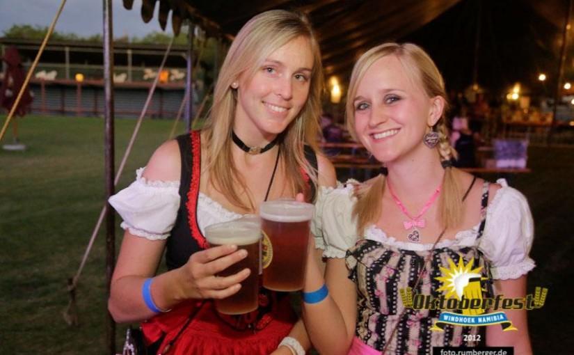 砂漠で飲むビールはうまい!ナミビア・ウィントフックではオクトーバーフェストも