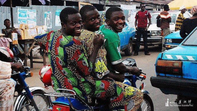 アフリカ式あいさつ