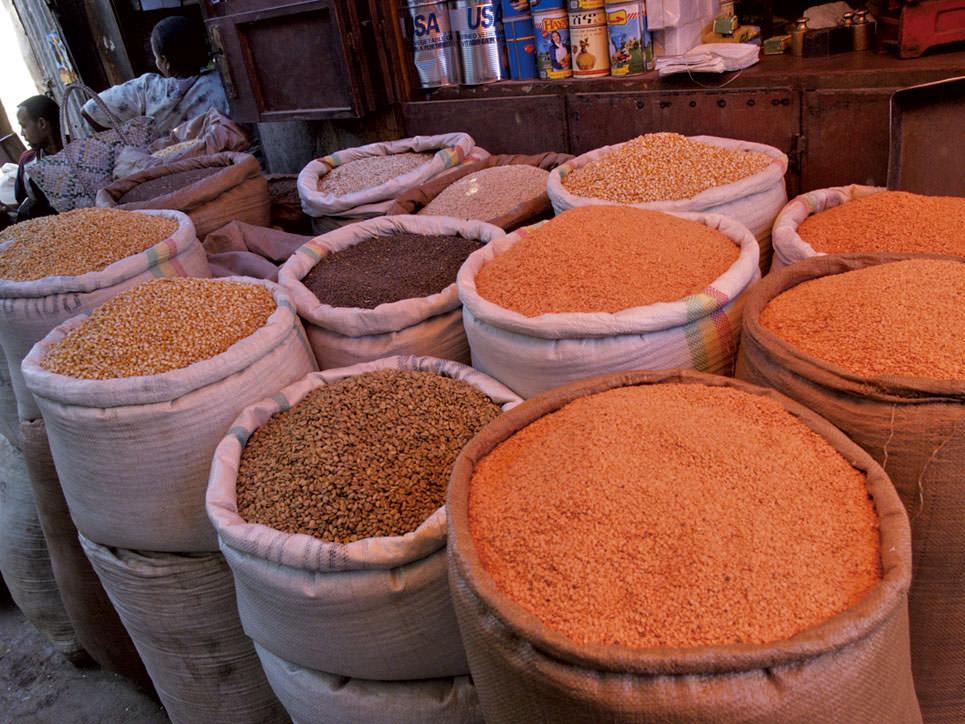 市場で売られるいろいろな豆