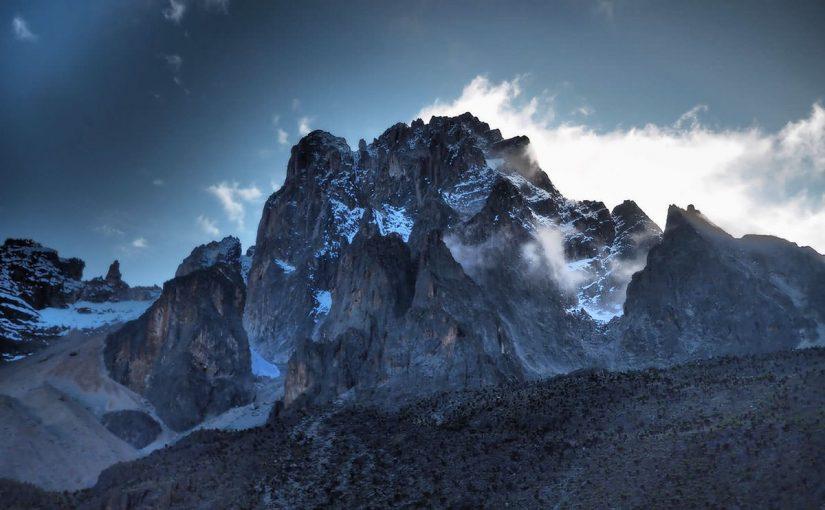 山の日、ケニア共和国の由来になった霊峰ケニア山の話