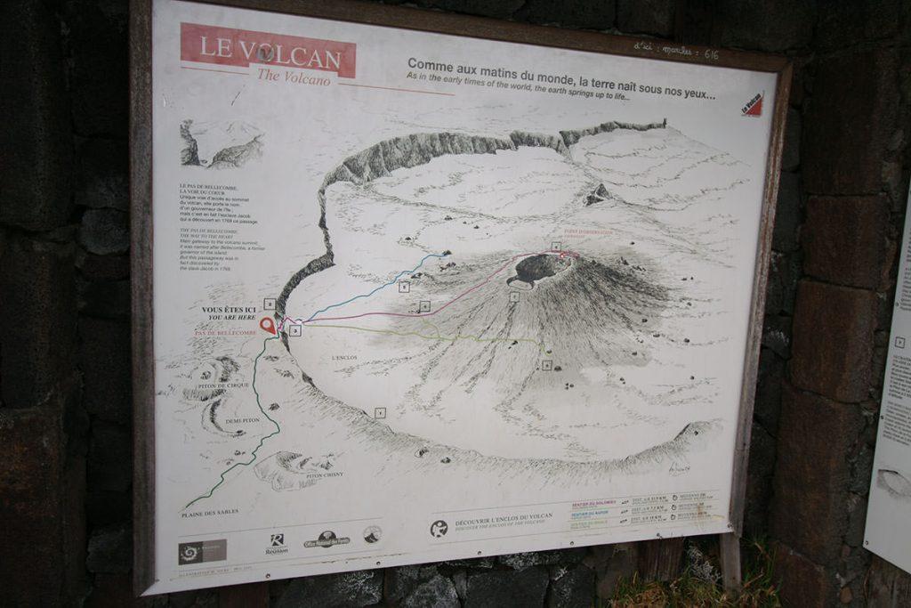フルネーズ火山のハイキングルート