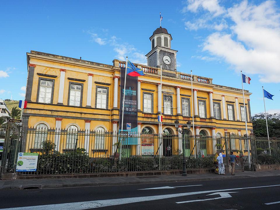 レユニオンの県都、サン=ドニの市庁舎