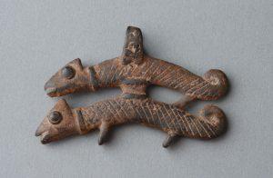 ③カメレオンのペアペンダント(ボボ族)