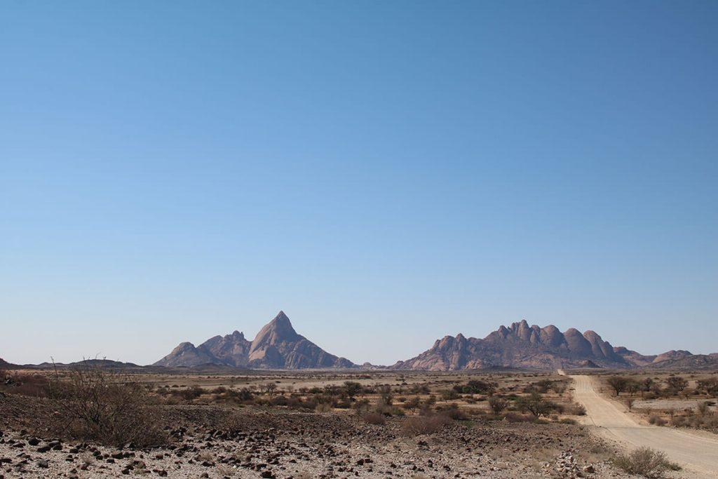 ナミビアのマッターホルンとも呼ばれるスピッツコップへ