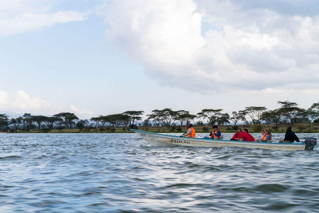 ナイバシャ湖でボートサファリ