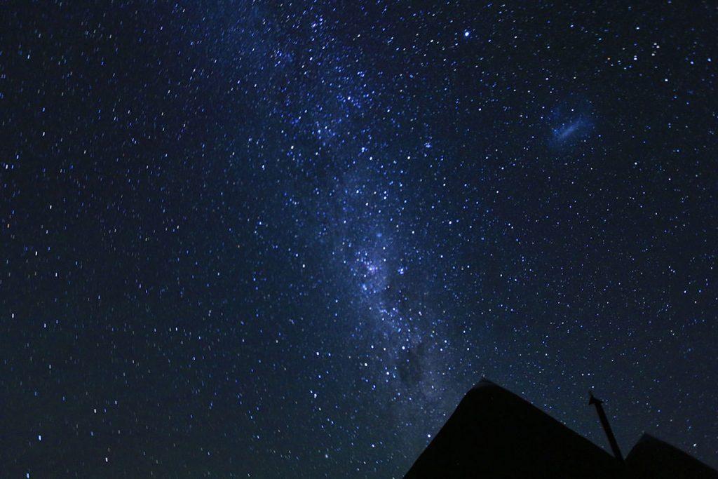 夜は満点の星空。