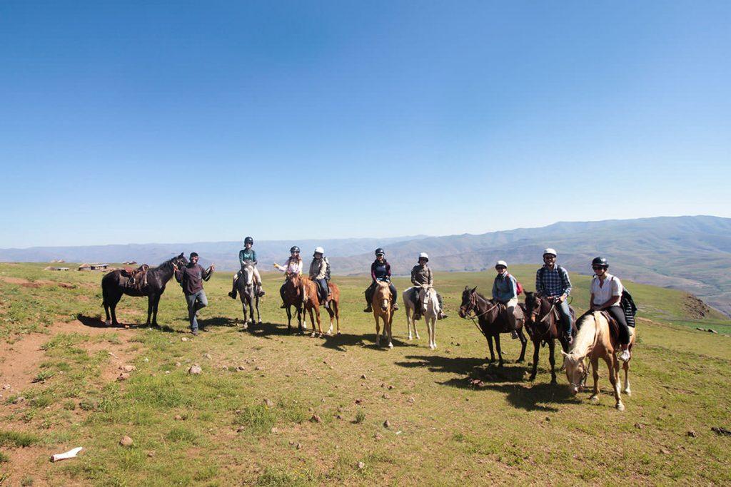馬に乗って記念写真
