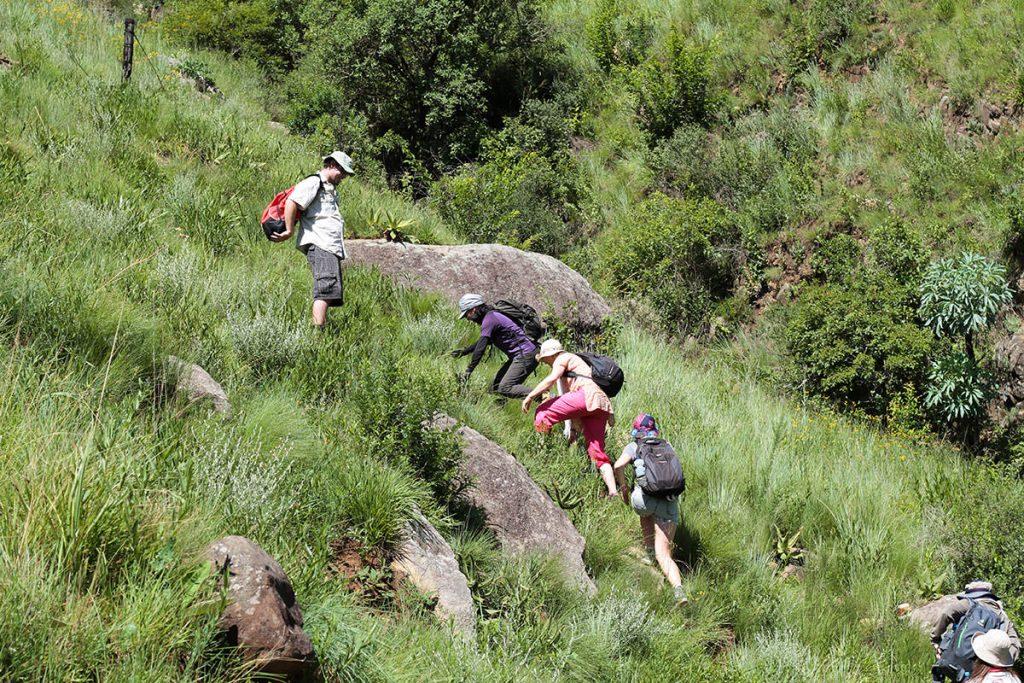 岩絵を目指してハイキング3