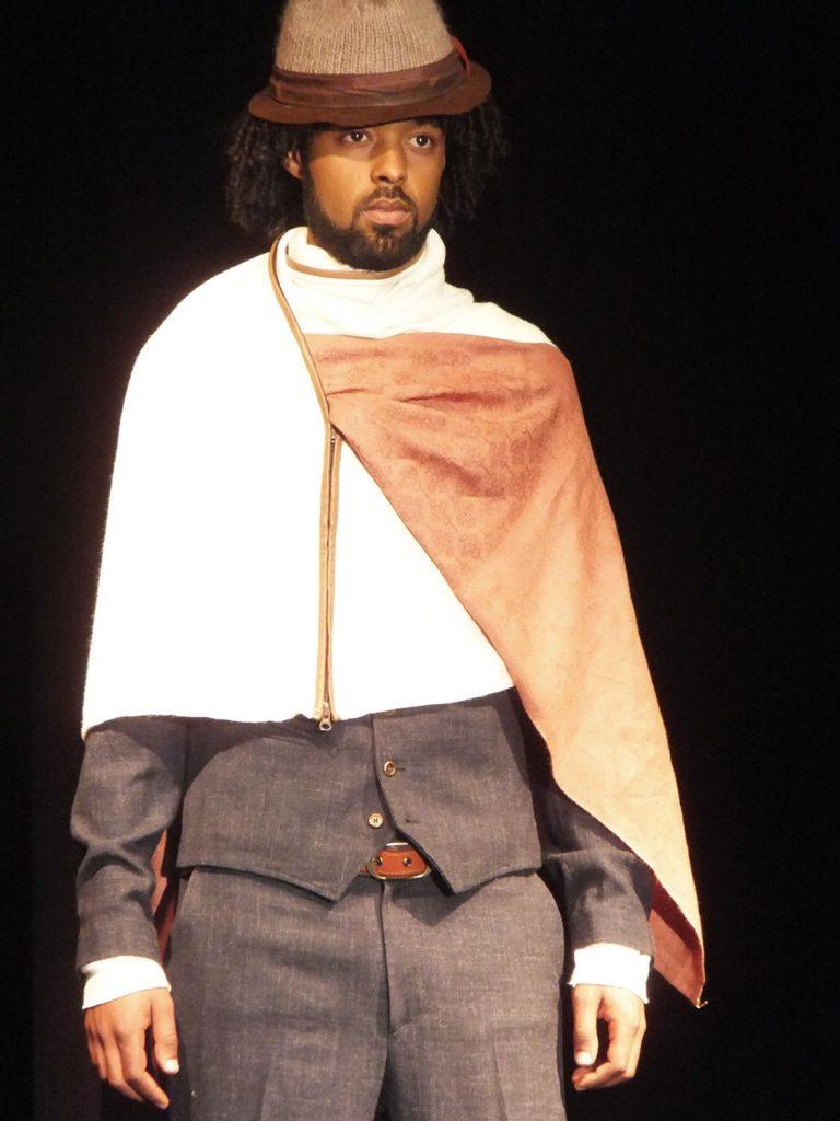 現代風にアレンジした男性のショール「ガビ」