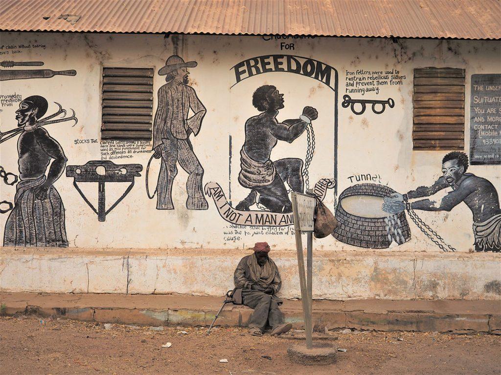 ガンビアの奥地にも奴隷貿易の跡が残っています。