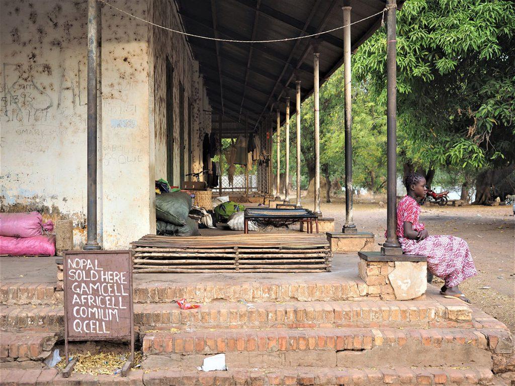 現在は食物貯蔵庫。この建物の地下に、かつて奴隷の人たちが住まわされていました。