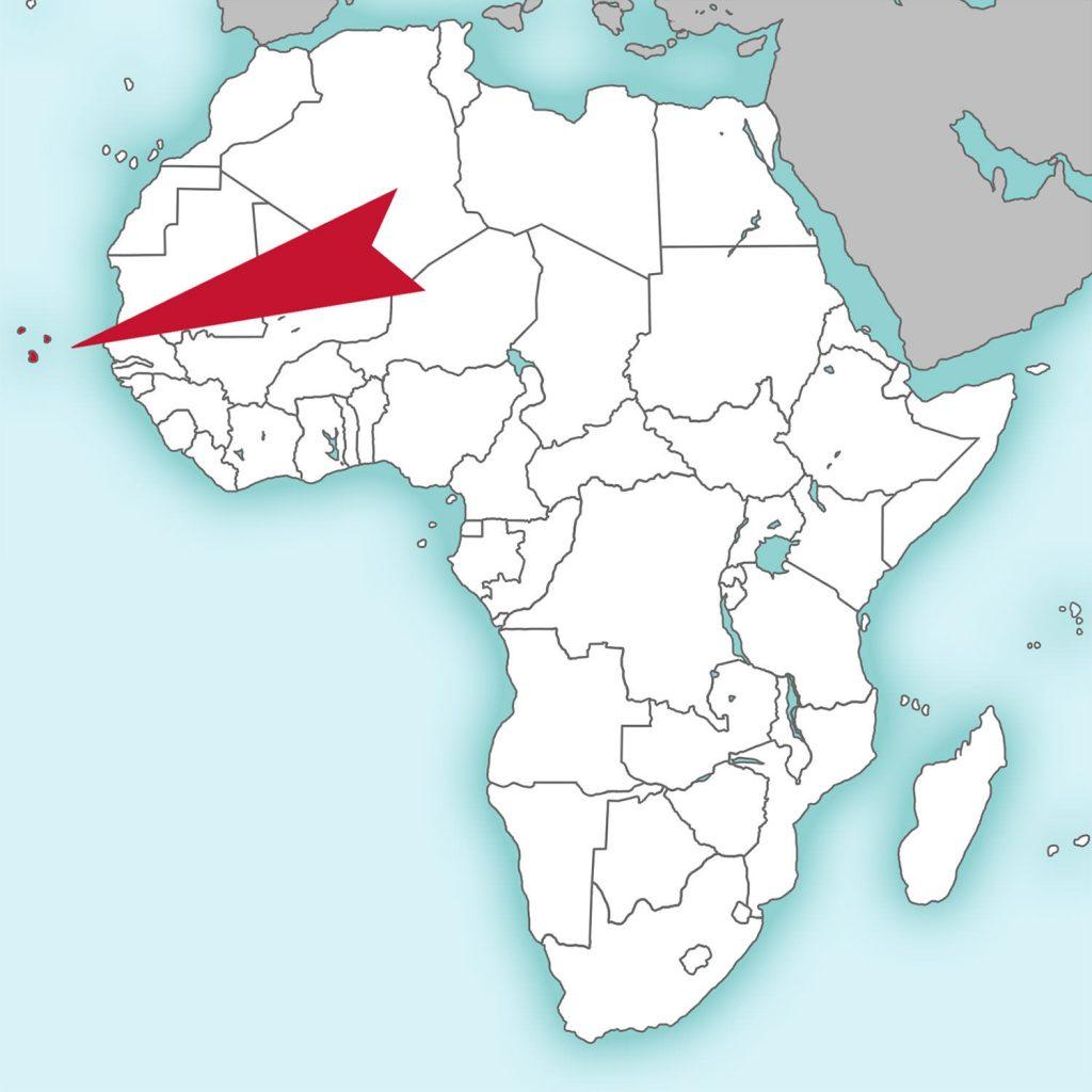アフリカ大陸の西の果ての島国です。15世紀中頃、大航海時代までは無人島群でした。