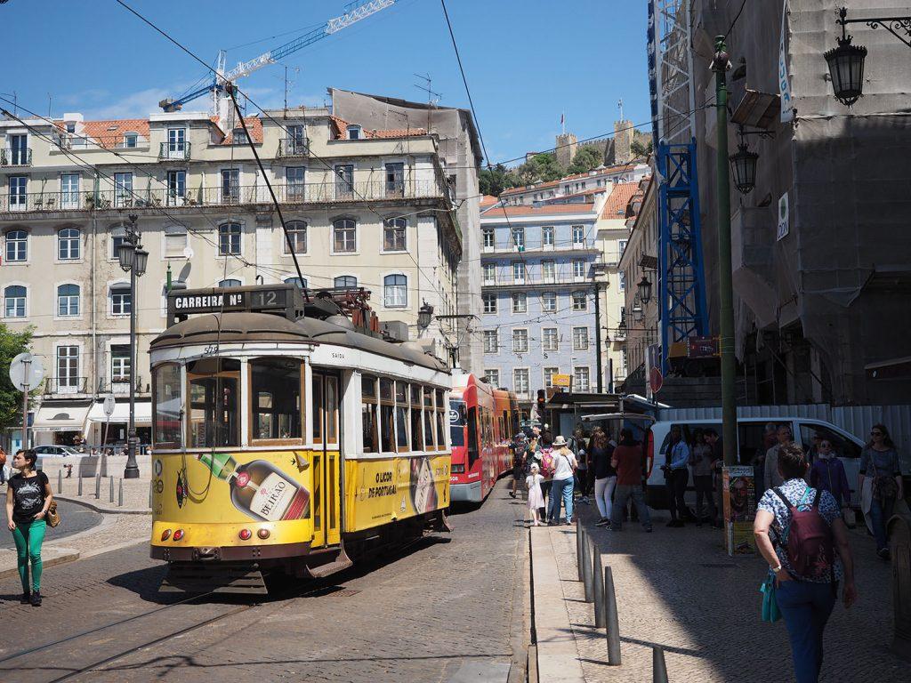 まずは中継地のリスボンで一休み。南欧の太陽が気持ち良いです。