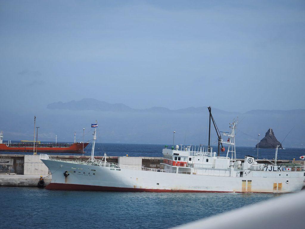 日本の漁船も来ていました。第一長久丸さん。