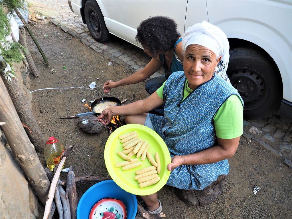 バナナとキャッサバ粉の揚げ物。