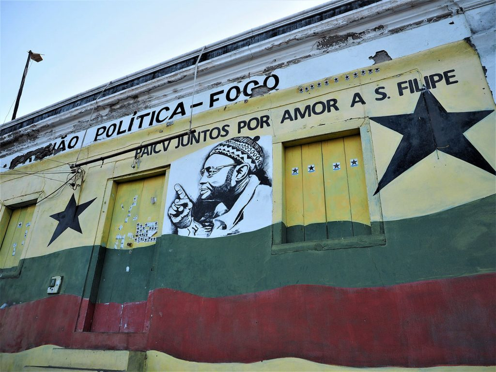 サン・フェリペではコロニアル建築を改装したり、壁を塗り替えたりした建物が目を引きます。
