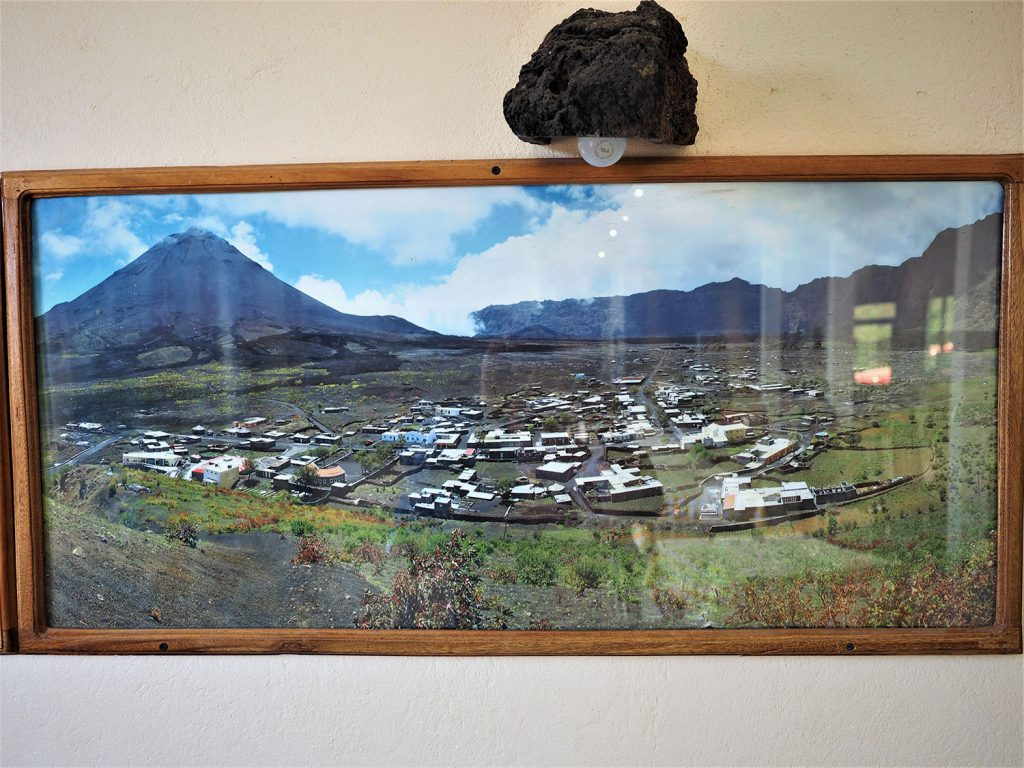 2014年の噴火前の村の様子です。