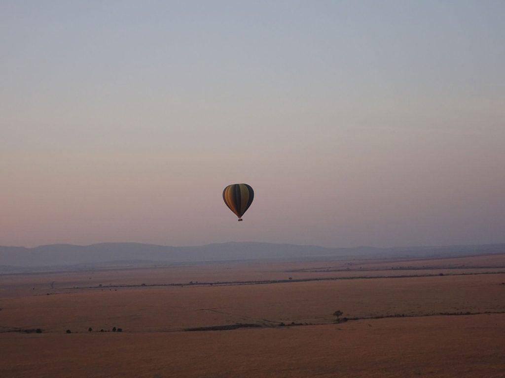 気球に乗ってバルーンサファリ