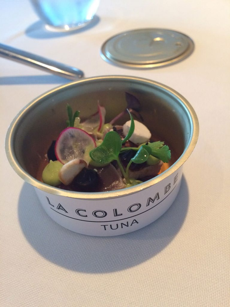 レストランLa Columbeで。ツナ缶に見立てた前菜