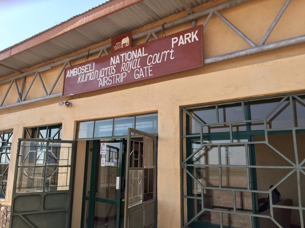 公園の管理事務所はアンボセリの空港にある