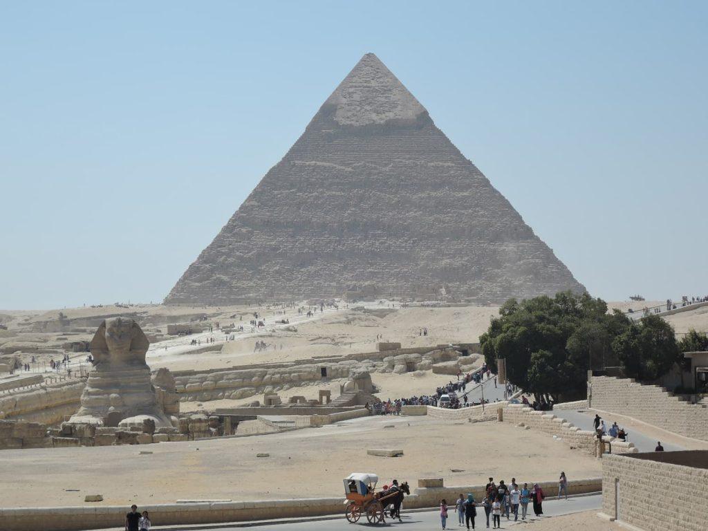 スフィンクスとカフラー王のピラミッド
