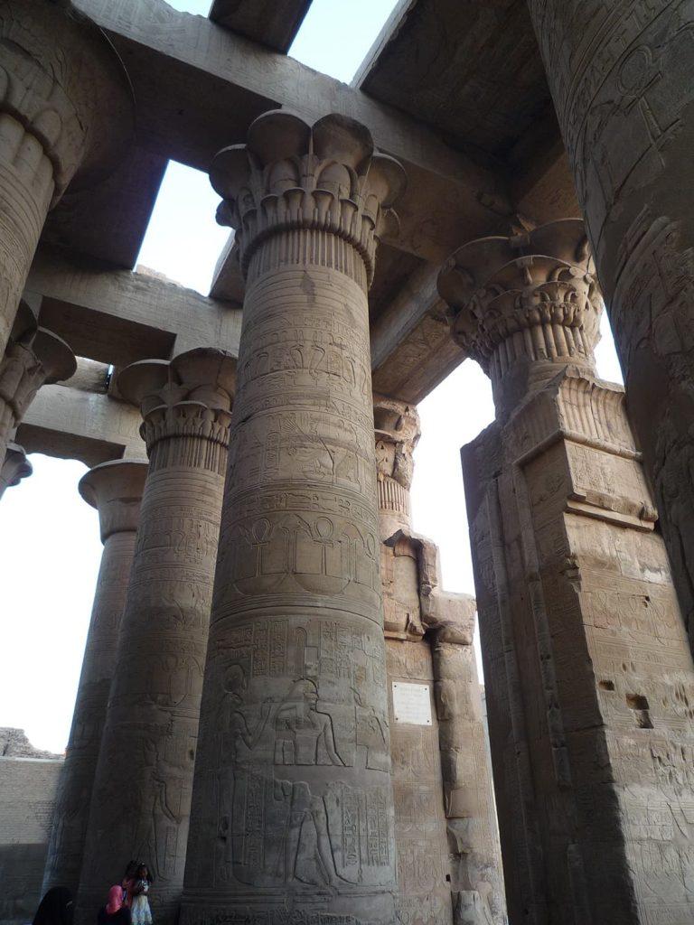 コムオンボ神殿の列柱
