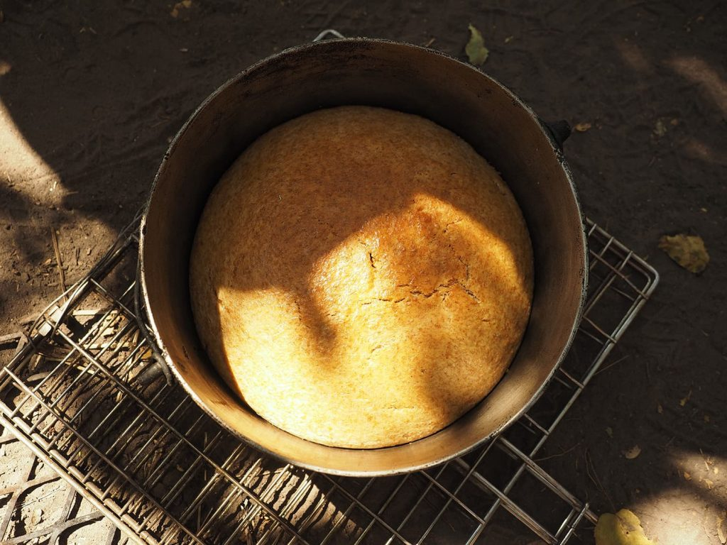 ダッチオーブンで出来立てパンも食べれます。美味しい!