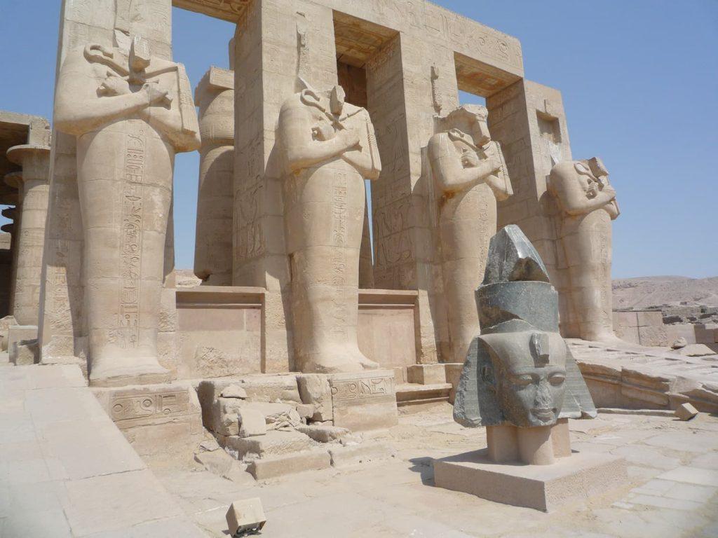 ラメセス2世葬祭殿