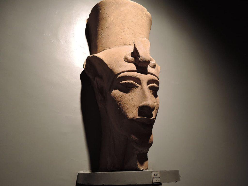 ルクソール博物館、アメンホテプ4世像
