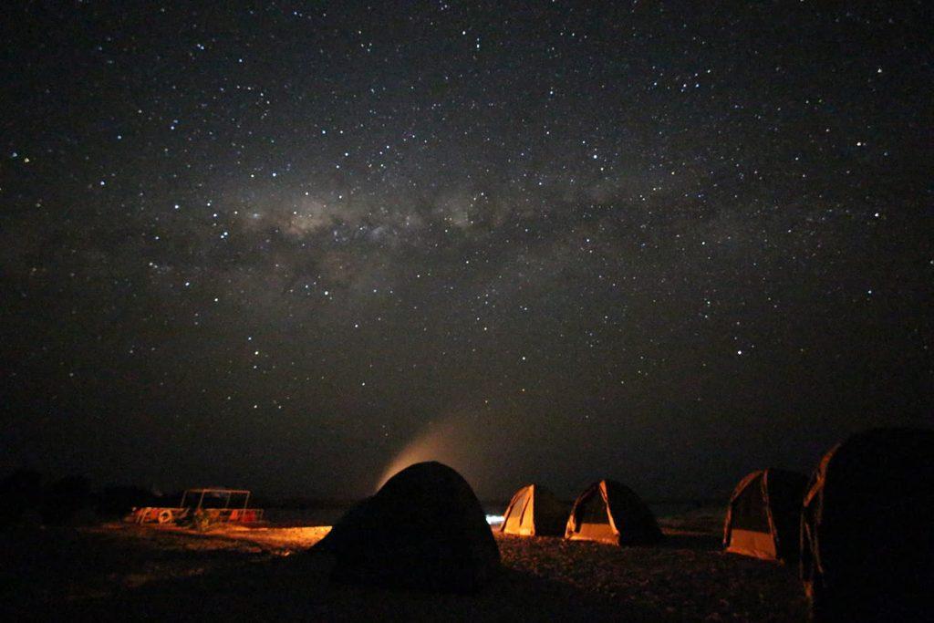 日暮れとともに辺りは暗くなり、夜には満天の星空を見ながら眠りにつきます。