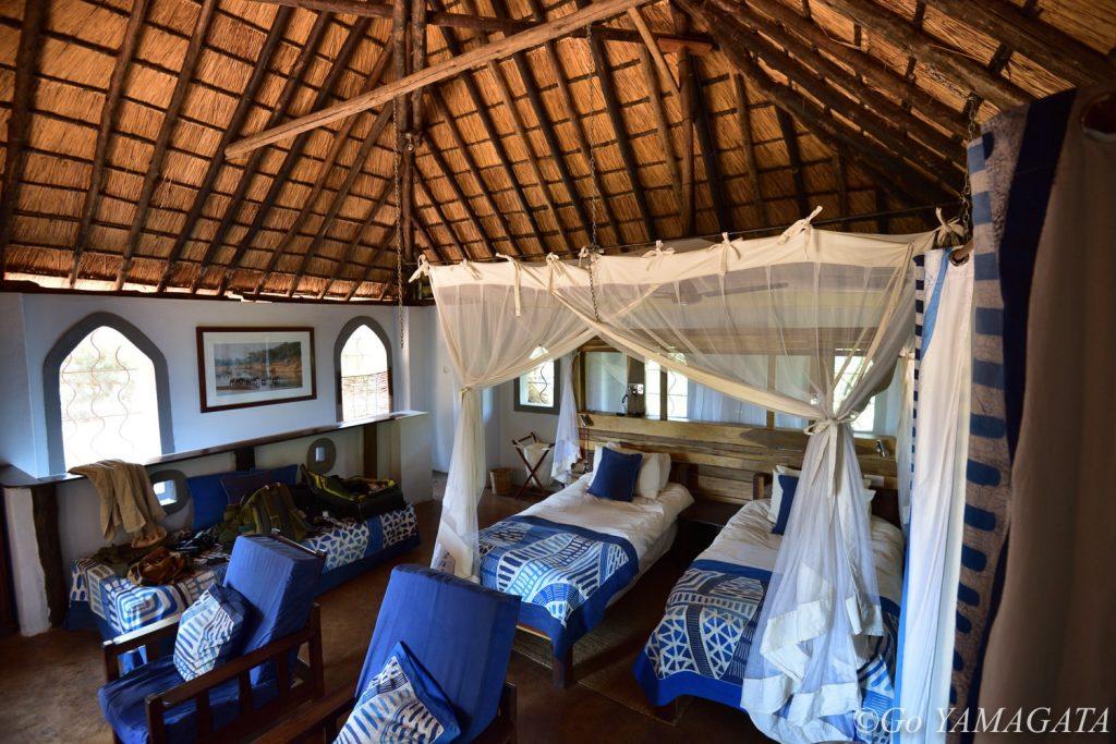 サウス・ルアングワで泊まったフラットドッグス・キャンプの部屋。とても広々として快適だった。電気は24時間通じていたので充電も問題なし。