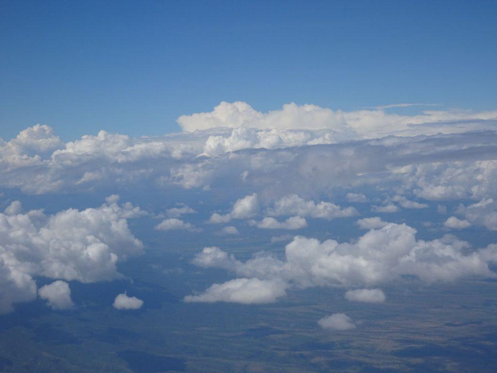 機内から。キリマンジャロはどこ??
